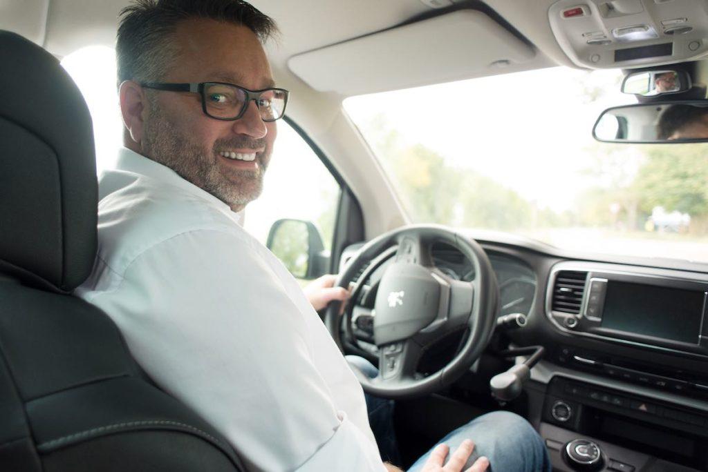 Angenehmes Fahren im Peugeot Traveller