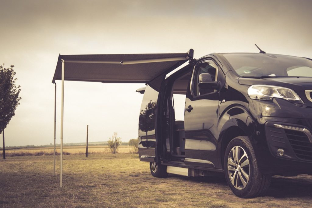 Camping mit Rollstuhl: Der Peugeot Traveller als Campingbus