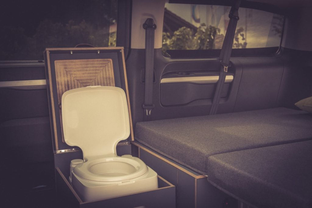 Campingbus Peugeot Traveller für Rollstuhlfahrer - individuelle Module von Vanside.